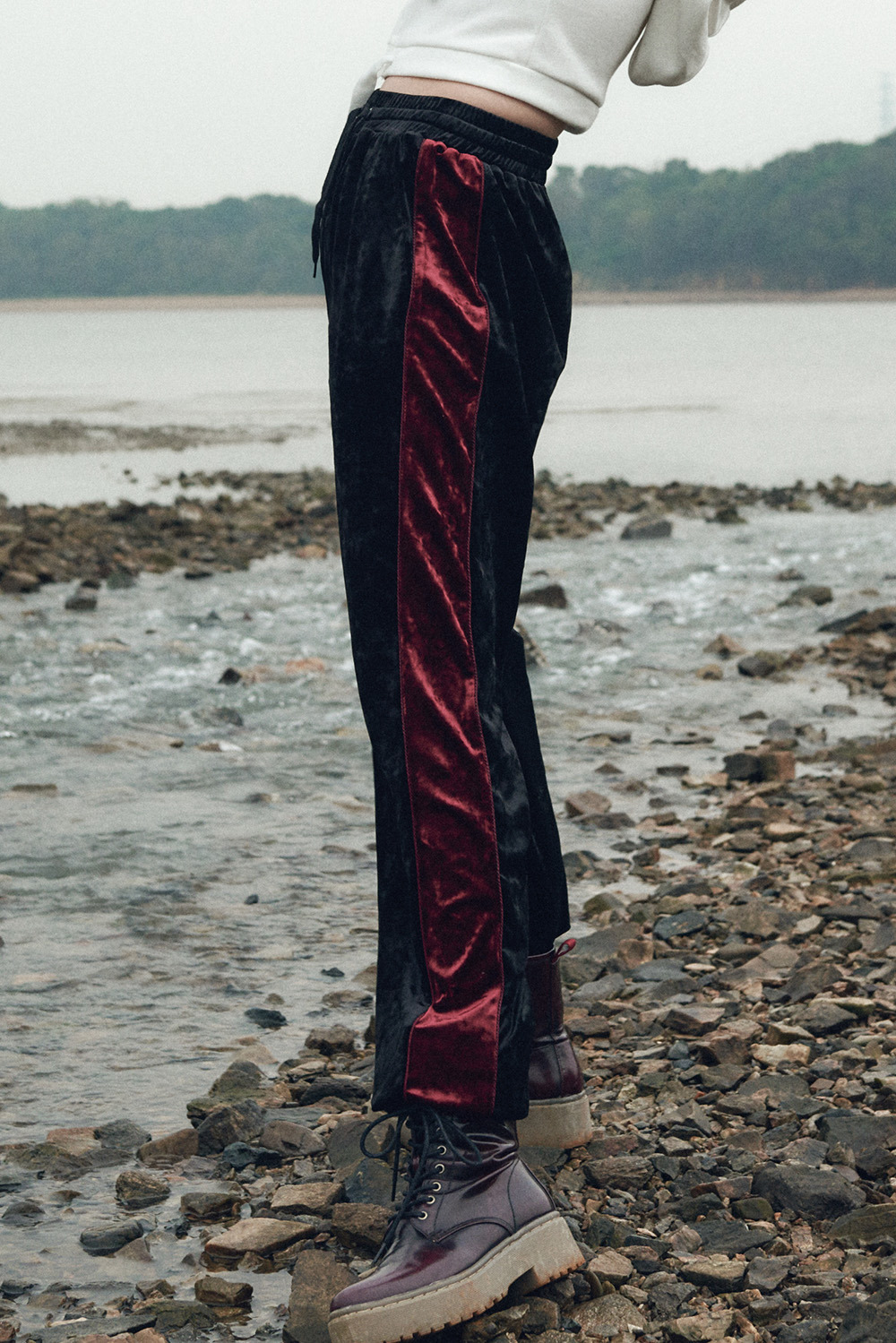 Velvet Line Pants_Black-Redwine